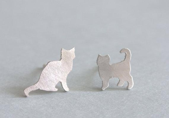 Encontre esto: 'Tiny Silver Cat Earrings' en Wish, ¡échale un ojo!