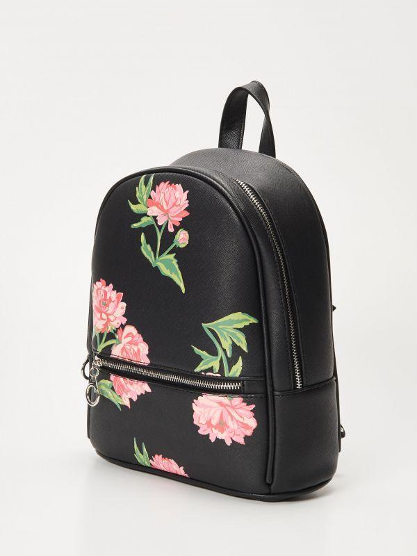 http://www.house.pl/pl/pl/ona/kolekcja/torby-plecaki/qy600-99x/floral-mini-rucksack