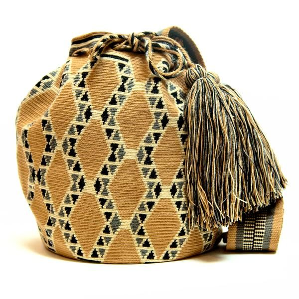 100% Handmade Hermosa Wayuu bags are rare art. Only small amounts are made because of the complexity and method to produce a single Hermosa Wayuu Bag. Only One