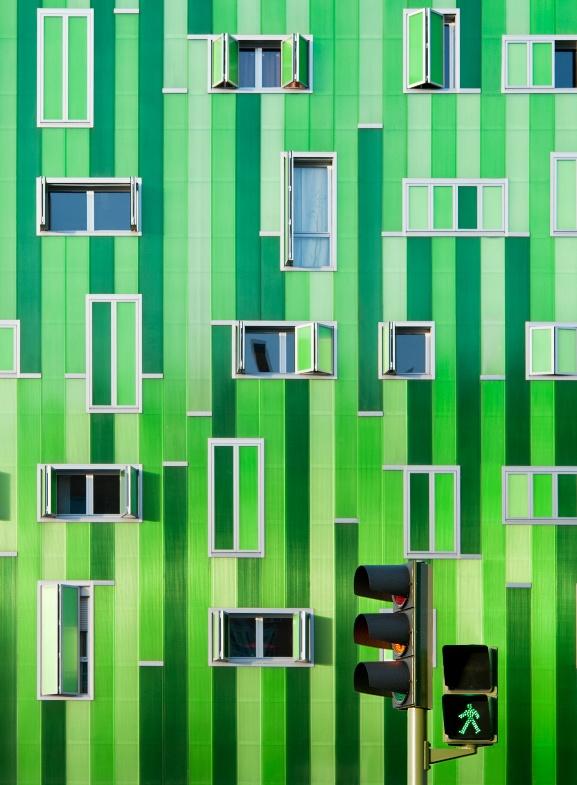 Curator Photos, Fantastic Buildings, Photos Gallery, Trav'Lin Lights, Green Backgrounds, Architecture Photography, Traffic Lights, Amazing Architecture, Green Lights