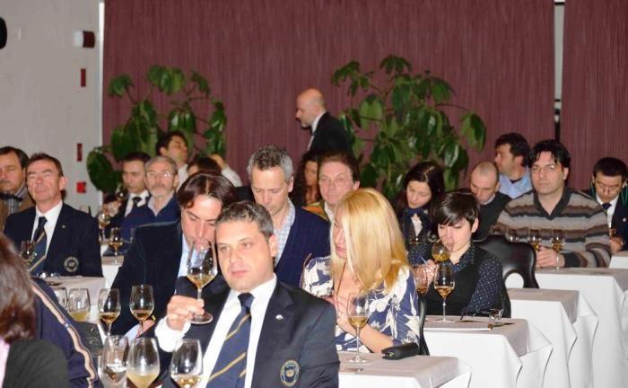 Cata de vinos gallegos en Verona http://www.vinetur.com/2013042412174/cata-de-vinos-gallegos-en-verona.html