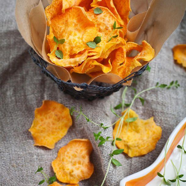 Gesunder Snack: Gemüsechips, z. B. aus Süßkartoffeln