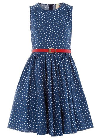 belted and spotted blue dress. loving that pop of red!
