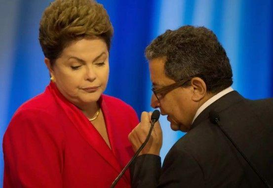 CLÁUDIO HUMBERTO São tão graves as acusações extraídas das delações de Mônica Moura e João Santana, divulgadas também em vídeo, que nos meios jurídicos já se aposta na prisão da ex-presidente Dilma, com o objetivo de preservar provas e barrar suas tentativas de obstruir a Lava Jato. Além de compartilhar com investigados as informações recebidas ...