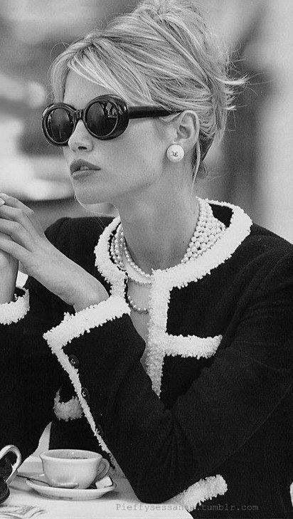 Sunglasses, pearls and a boucle jacket | Image via http://jessicagordonryan.com
