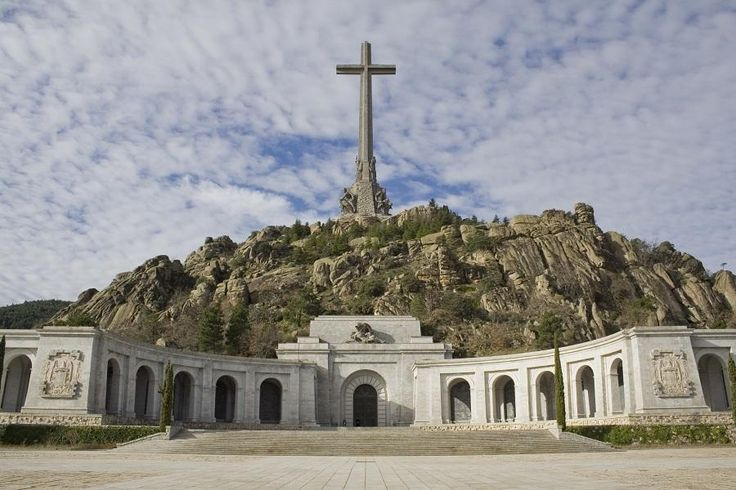 Half day excursion to Escorial and Valley of the Fallen in the morning, and half day to Aranjuez with Tourboks!