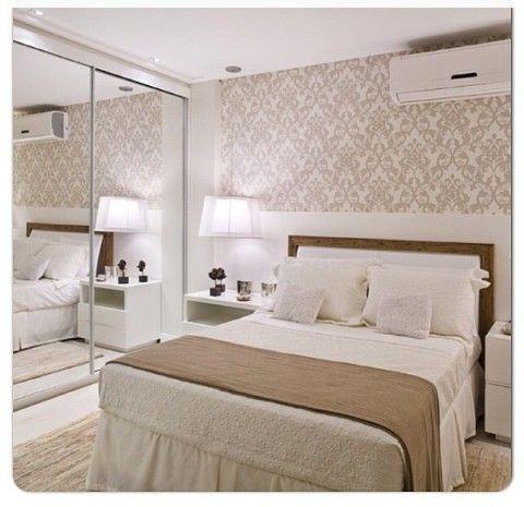 Papel de parede torna o quarto mais acolhedor.: