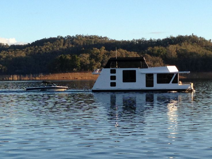Calibre #houseboat cruising #lakeeildon with the Malibu