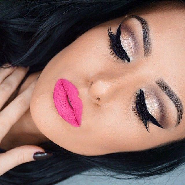 Amrezy Flawless Makeup Pink Lip Lipstick Gold Eyeshadow Neutral Cat Eye Winged Eyeliner Foundation