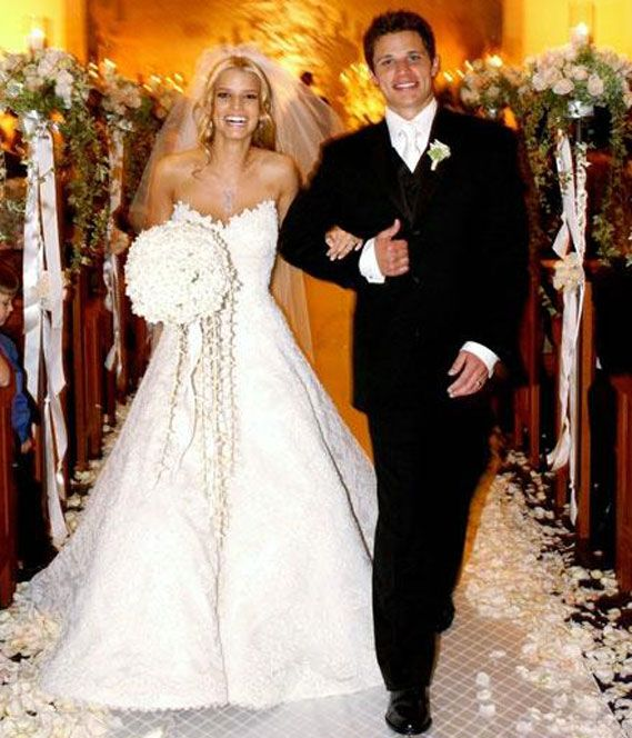Jessica Simpson in Vera Wang (to Nick Lachey)