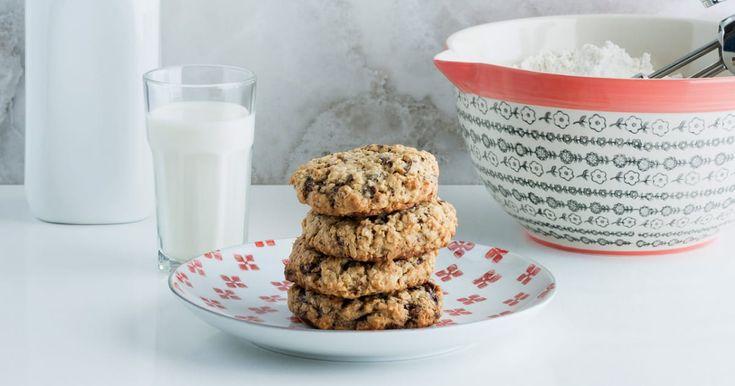 Découvrez cette recette de Galettes tendres à l'avoine et aux pépites de chocolat pour 6 personnes, vous adorerez!