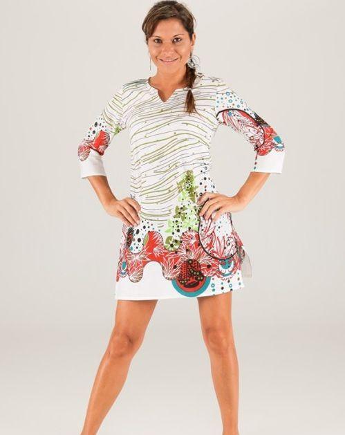 Bellissimo design per questa tunica in cotone. Stile spagnolo. Taglia S/M. Condividi con i tuoi amici