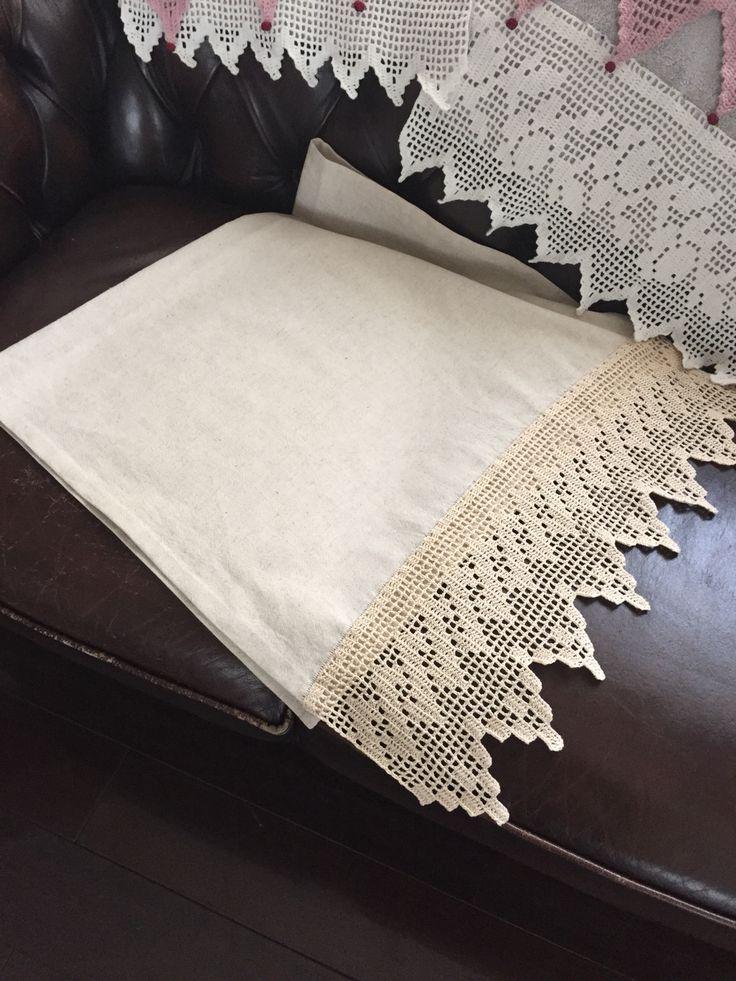 Filet linen towel by Sabrina.