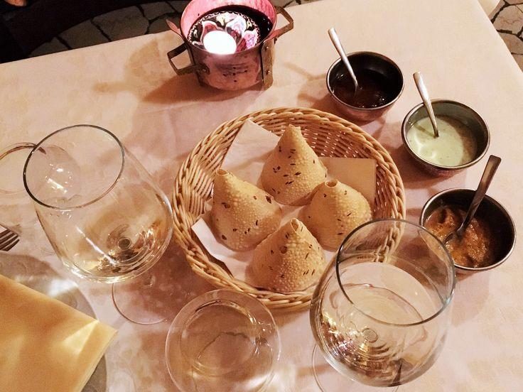 Pane speziato croccante, con salse