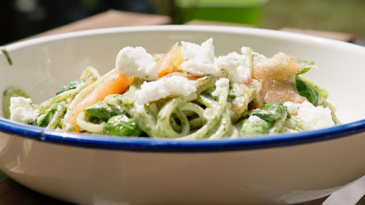 Pasta met gerookte zalm, geitenkaas en spinazie | Dagelijkse kost
