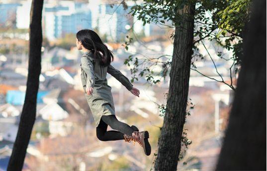 하늘을 나는 소녀, 사진작가 나츠미하야시