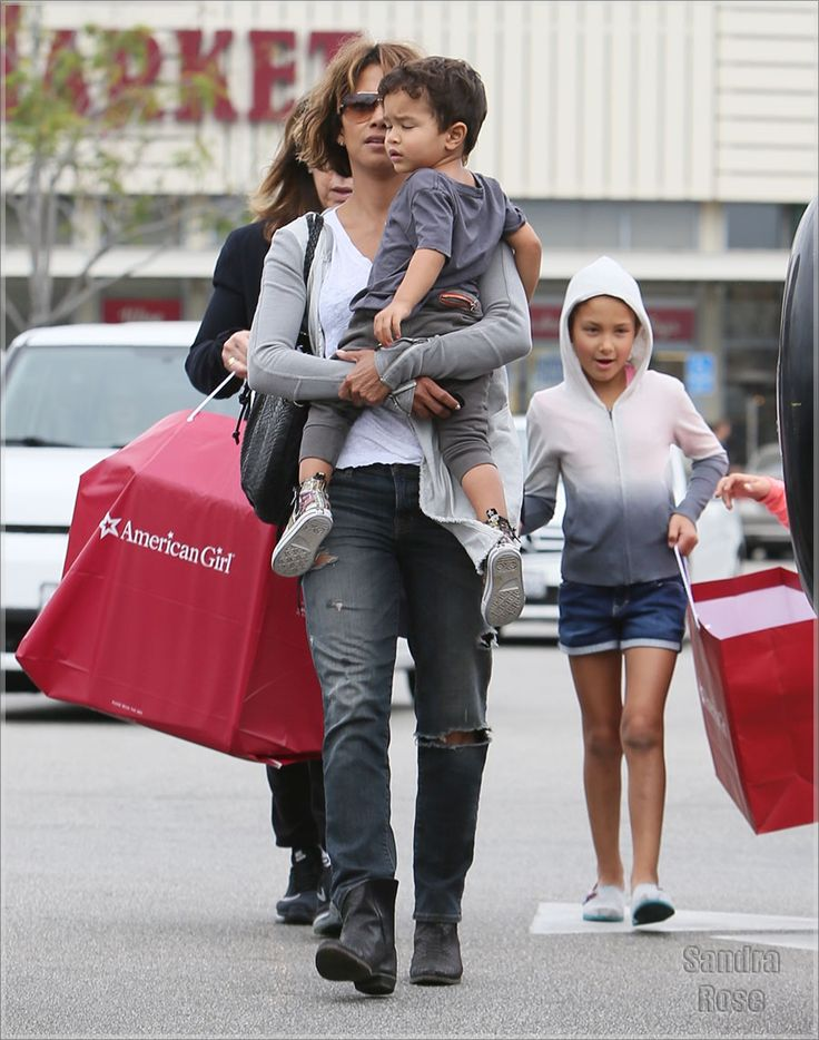 EXCLUSIVE Halle Berry shops at The Grove with her son Maceo and daughter Nahla Featuring: Halle Berry, Maceo Martinez, Nahla Aubry Where: Los Angeles, California, United States When: 05 Mar 2016 Credit: Michael Wright/WENN.com