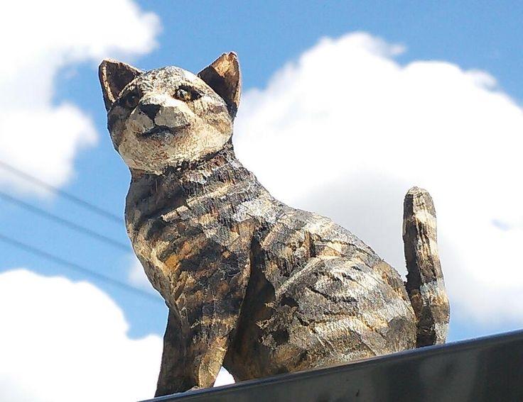 先日届いたお猫様 はしもとみお@hashimotomioさんの作品。 夏の空を背景に撮ってみました。 pic.twitter.com/yO9U95fULz
