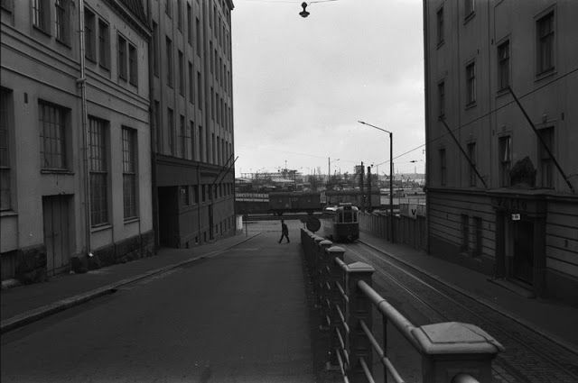 Tram number 6 making it's way to Ruoholahdenranta on the corner of Kalevankatu. 1970.