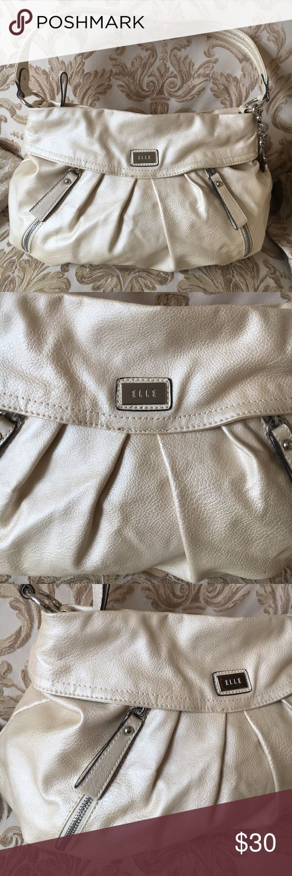 ELLE gold bag 🐾Excellent condition. Large shoulder bag with no flaws!! Measure 13x12x5 Elle Bags Shoulder Bags