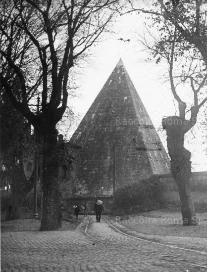 ROMA Sparita - piramide 1915