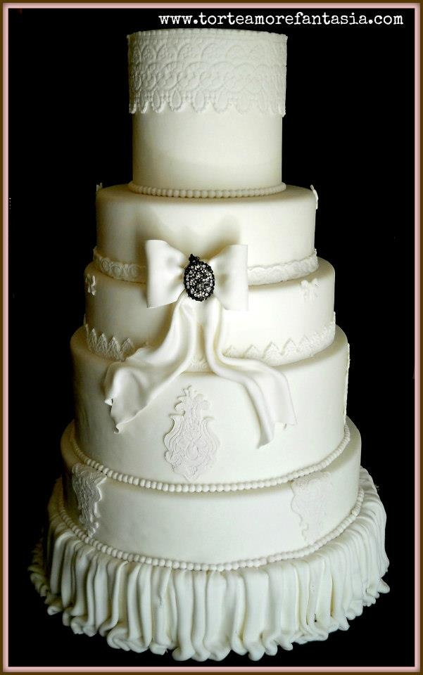 wedding cake total white by www.torteamorefantasia.com