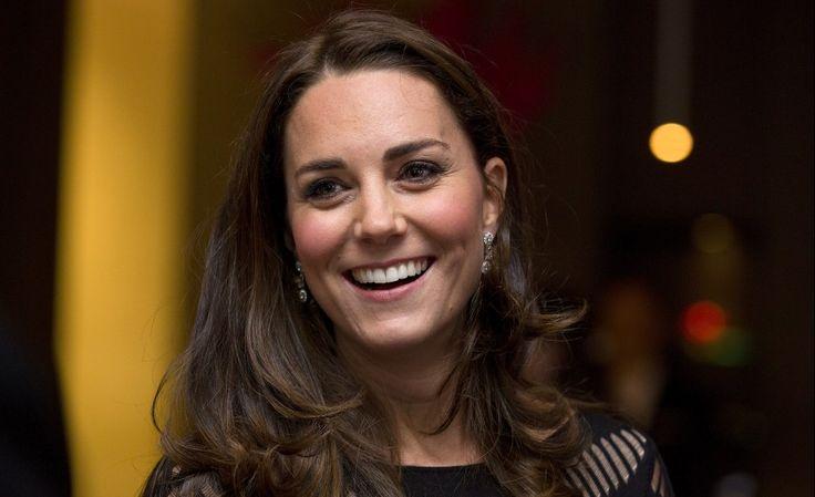 Deze belangrijke les geeft Hertogin Kate aan George en Charlotte   Beau Monde