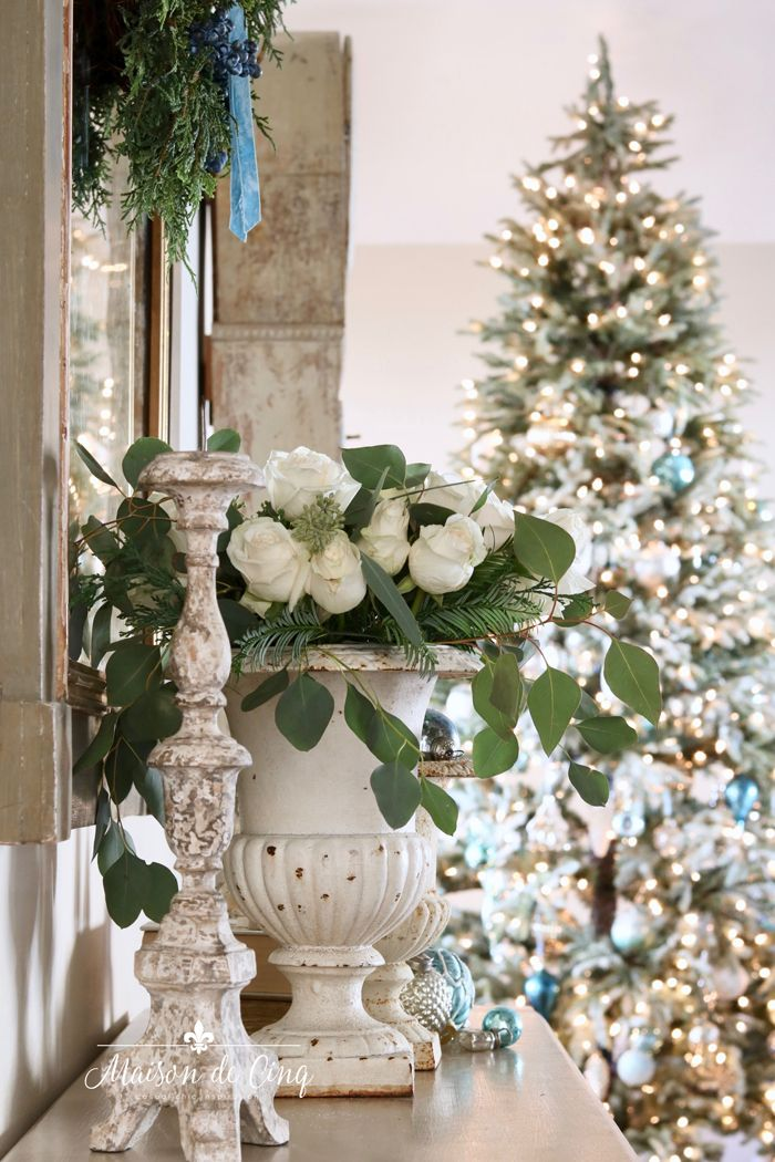 Romantic Holiday Entry Way In Shades Of Blue On Maison De Cinq Shabby Chic Christmas Decorations Blue Christmas Decor Country Christmas Decorations