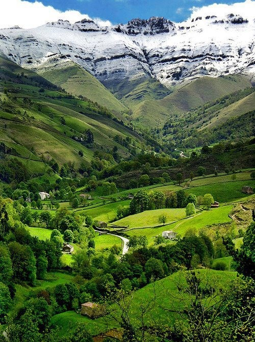 Pisuena Valley, Cantabria, Spain.