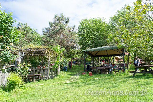 Stella'nın çardaklı piknik masaları, Polonezköy