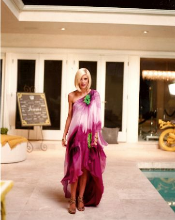 Tori tells how to make your own DIY Kaftan! Love the style...off the shoulder, print and colours are amazing, floaty silks and chiffon. That touch of green is genius!