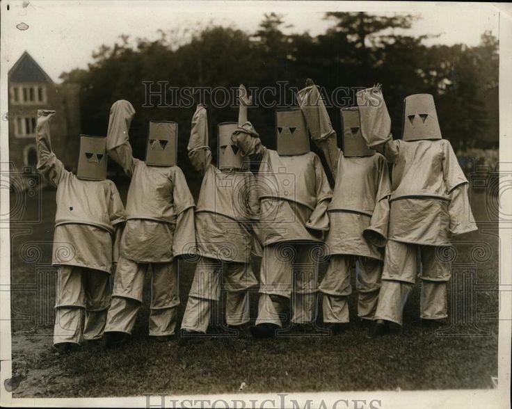 1930 Press Photo E Davey M Londy E Cashman as Robots for Wellesley College Show