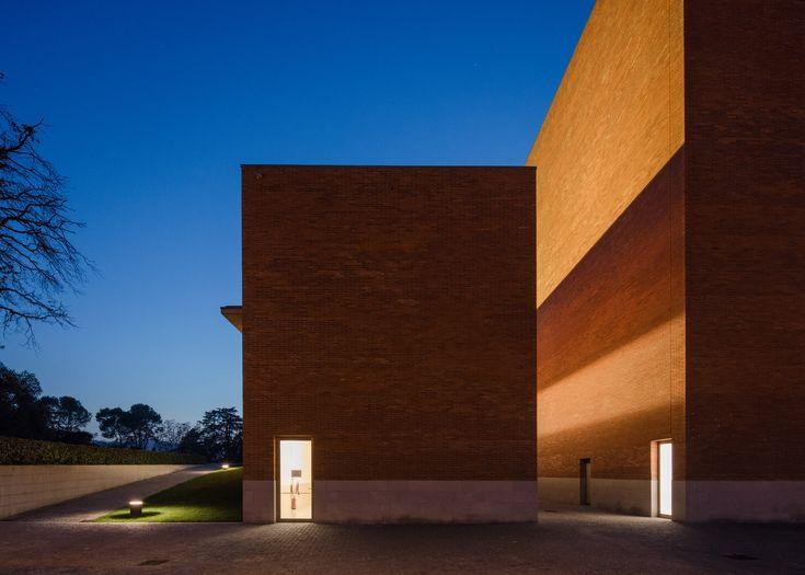 Portuguese architect Álvaro Siza has built a red brick theatre in Llinars del Vallès, a village outside Barcelona
