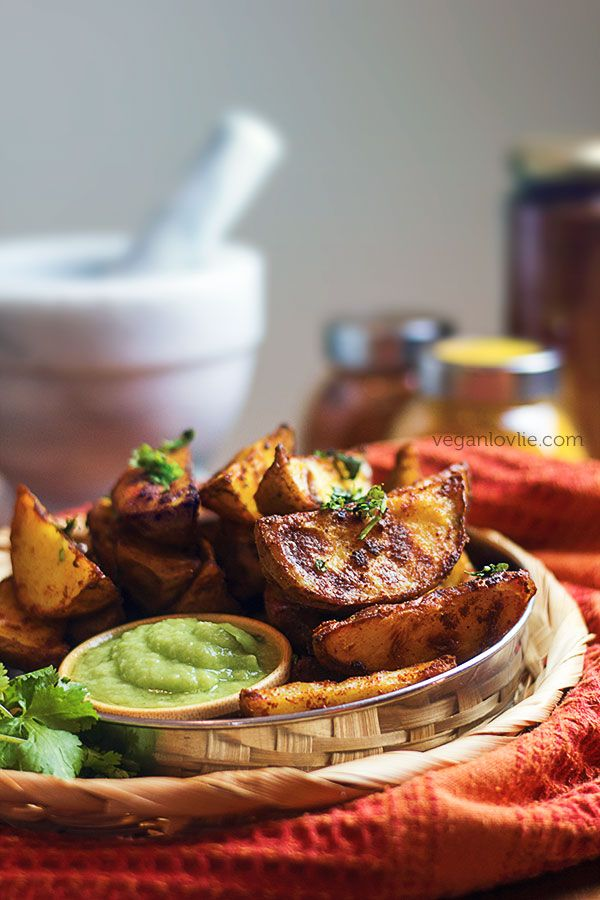 Oven Baked Crispy Potato Wedges with Tandoori Masala Rub + Cucumber Avocado Lime Dip | Watch the video: https://youtu.be/PGox7bwqWZ8 | Veganlovlie.com