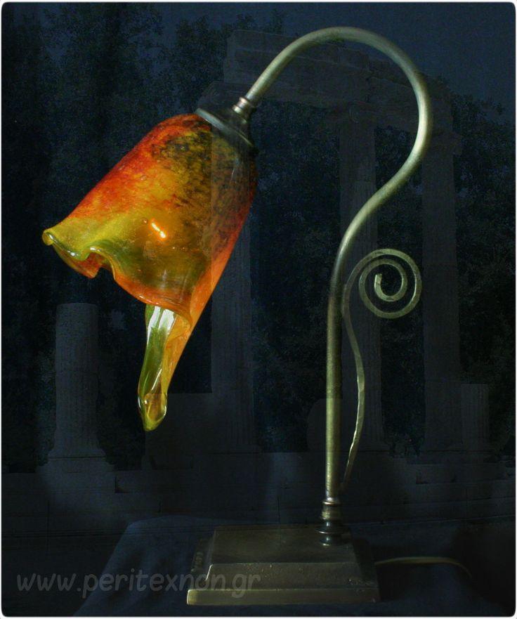 Επιτραπέζιο χειροποίητο φωτιστικό από την νέα σειρά τα '' αρχαϊκά ''