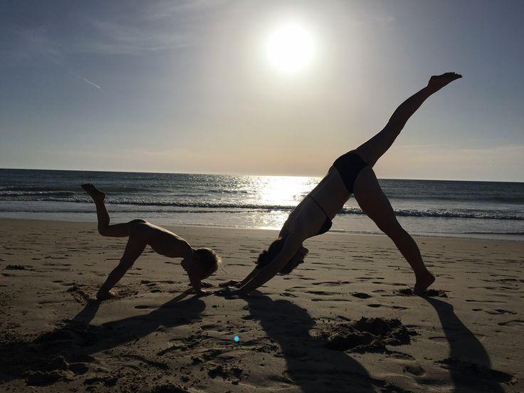 costa de la luz # mama kind yoga # yoga am strand # sonnenuntergang mom toddler yoga session # yoga at the beach # sunset