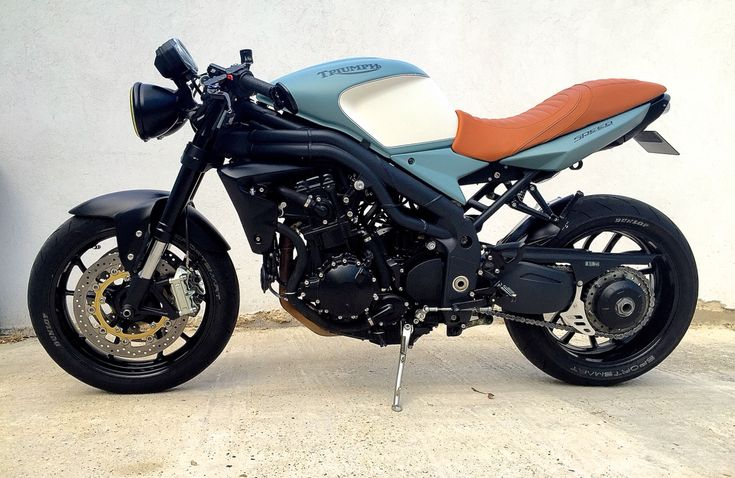 triumph speed triple 1050 cafe racer dition caf racer pinterest triumph motorr der und. Black Bedroom Furniture Sets. Home Design Ideas