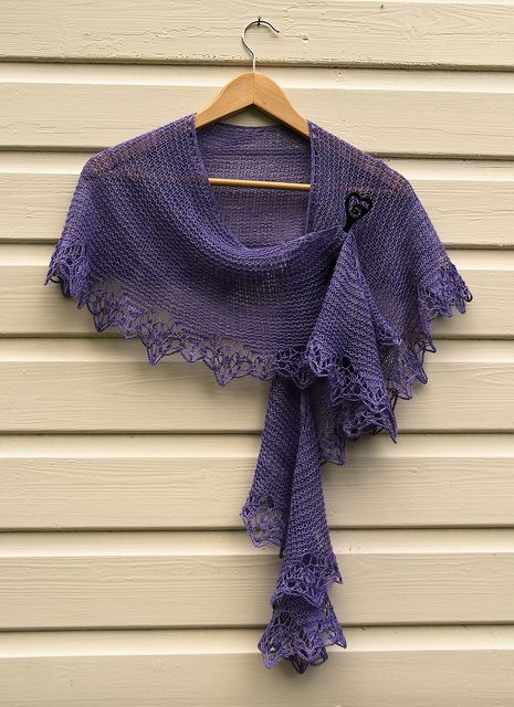 Ravelry: Darling Darling Stay With Me Shawlette pattern by Mona Mono