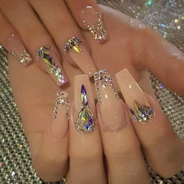 Pin de barbara reyes en nails u a decoradas u a for Unas decoradas con piedras brillantes