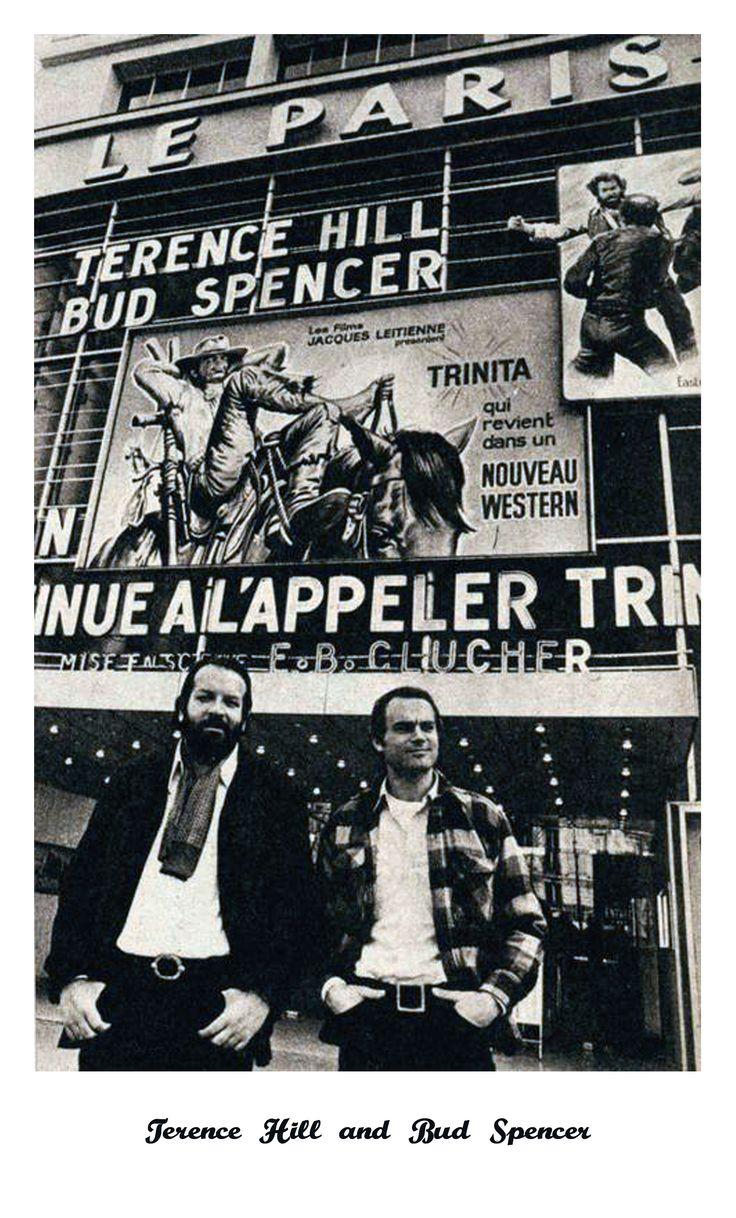 """Vier Fäuste für ein Halleluja """"Das Prügelpaar Spencer/Hill legte mit diesem Film den Grundstein für seinen Weltruhm; die Anarchistenmoral, das attraktive Spiel, viele Schauwerte und schnodderige Dialoge machen diesen Western für die Lachmuskeln zu einem Festschmaus für Fans."""