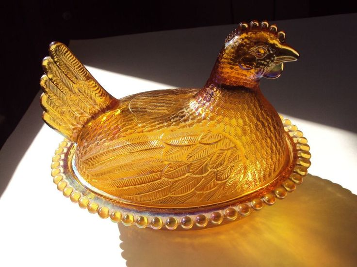 VINTAGE INDIANA GLASS COVERED CANDY DISH HEN ON NEST