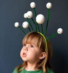 DIY Space alien headband - quick Halloween costume for kids // Marslakó fejdísz pingponglabdákból - űrlény jelmez gyerekeknek // Mindy - craft tutorial collection // #crafts #DIY #craftTutorial #tutorial