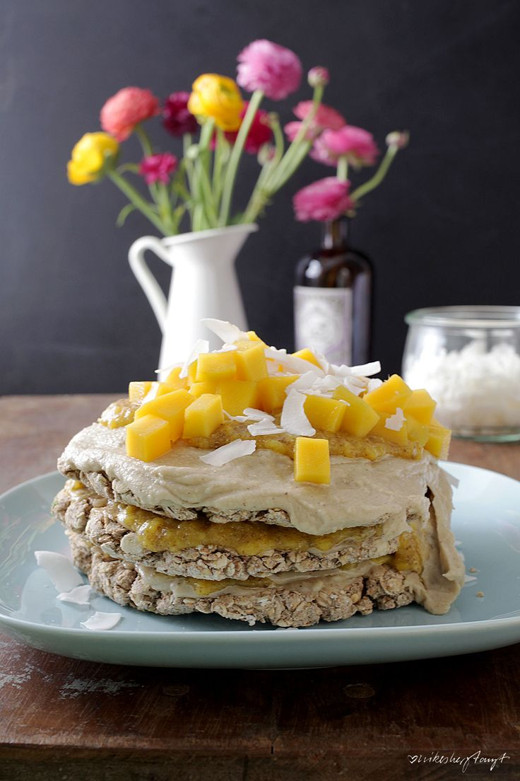 haferkuchen mit mango & kokoschips. // nikesherztanzt