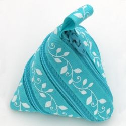 Make a cute pouch out of a zipper and piece of ribbon. The zipper zips up on itself to make a bag!