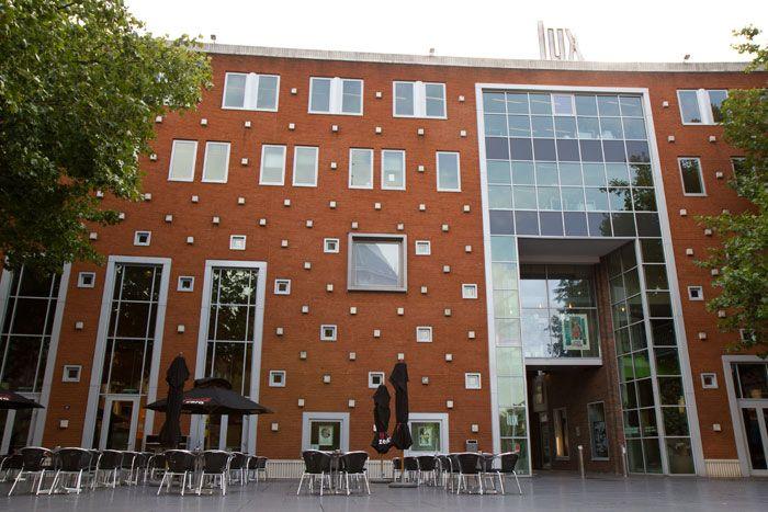 De LUX in Nijmegen. Film, lekker eten, dansen, fijn terras.