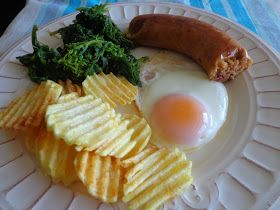 Alheira com espinafres, ovo estrelado e batata frita