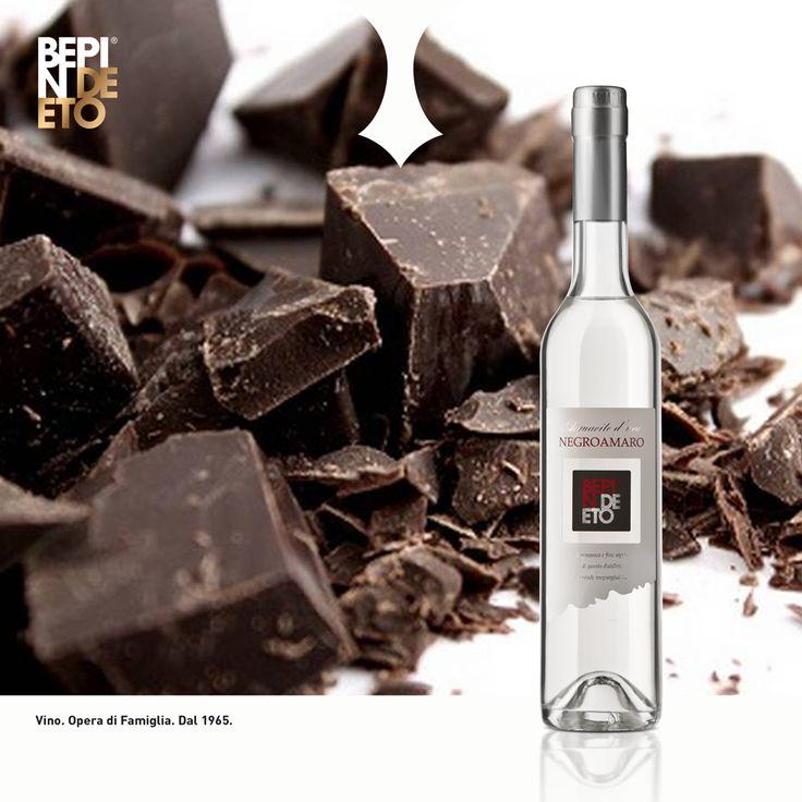 Morbido, armonioso ed elegante: è il distillato d'uva #Negroamaro #BepinDeEto. Provate ad accompagnarlo a fine pasto con un pezzetto di cioccolato extra-fondente per esaltarne l'aroma delicato, fresco e pulito.