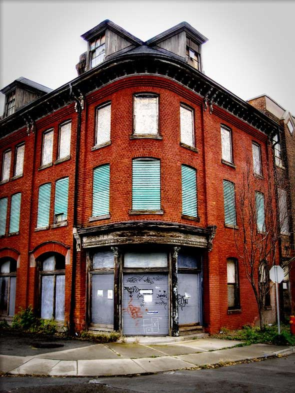 A beautiful abandoned building in downtown Hamilton