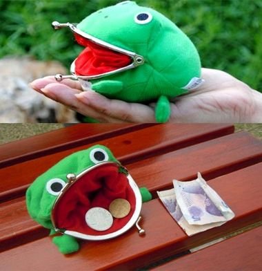 Get Froggy happy by filling him with coins and making him fat! -This wallet is perfect for storing spare change in until you need to buy the important things in life – like Ramen noodles. xD