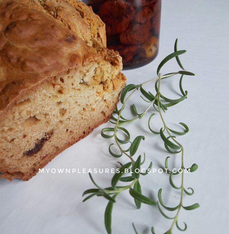 Domowy chleb jaglany z suszonymi pomidorami i rozmarynem przepis